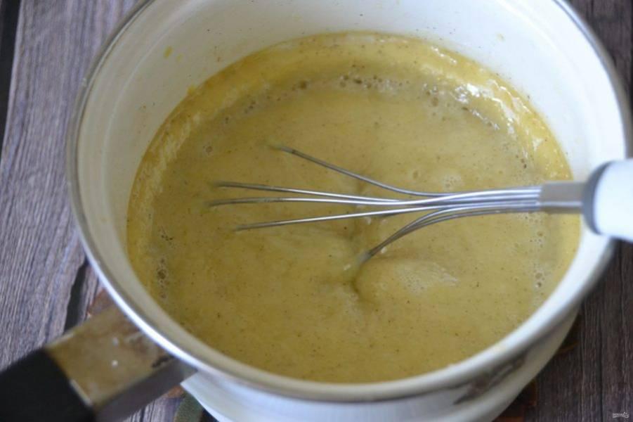 Молочно-желтковую смесь необходимо охладить.