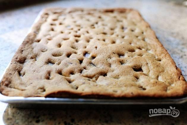 6. Выпекайте пирог в заранее разогретой духовке до готовности. Займет это у вас не более 10 минут.
