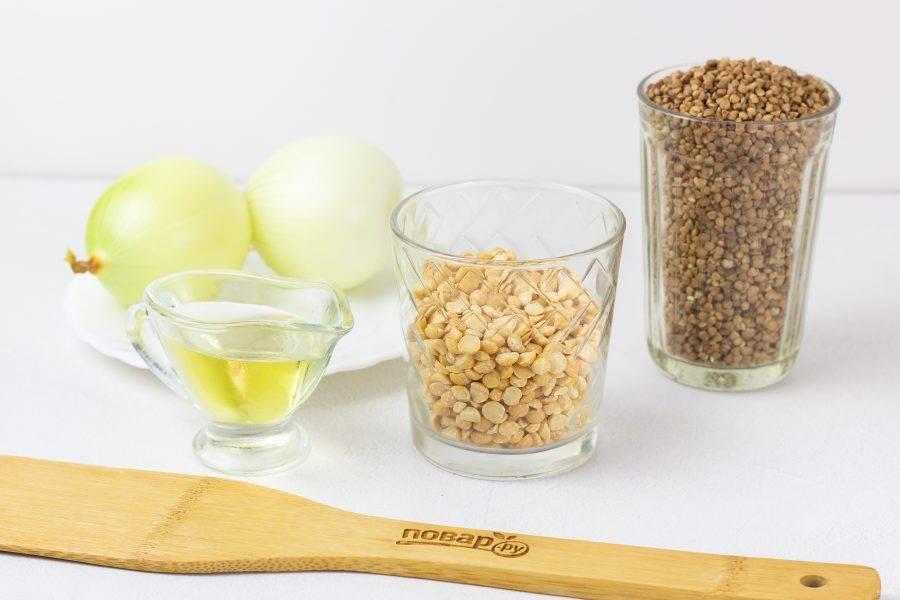 Подготовьте все основные ингредиенты. Лук очистите и помойте.