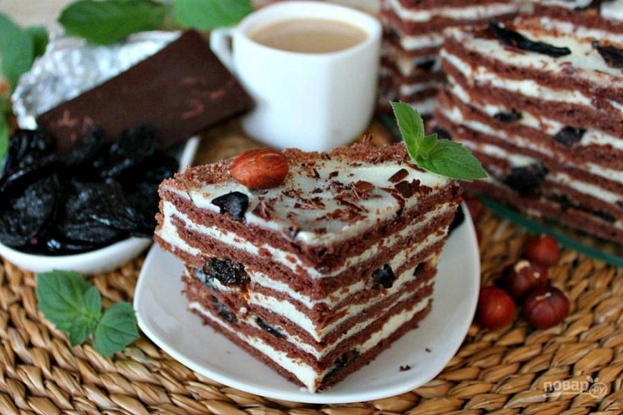 Торт пропитается за 3-4 часа.  Чернослив в шоколаде готов. Приятного чаепития.