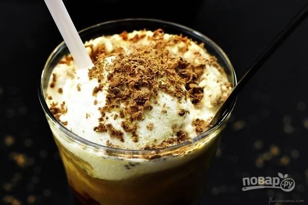 Холодный кофе с молоком и мороженым