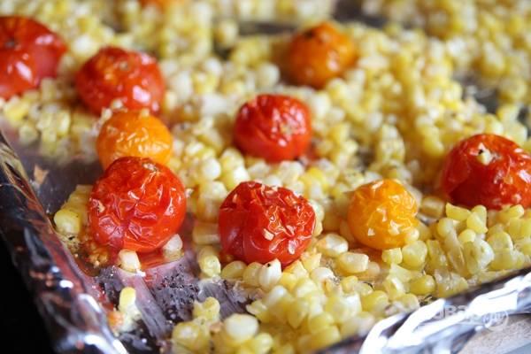4. Минут через 15-20 достаньте овощи из духовки и переложите в кастрюлю.