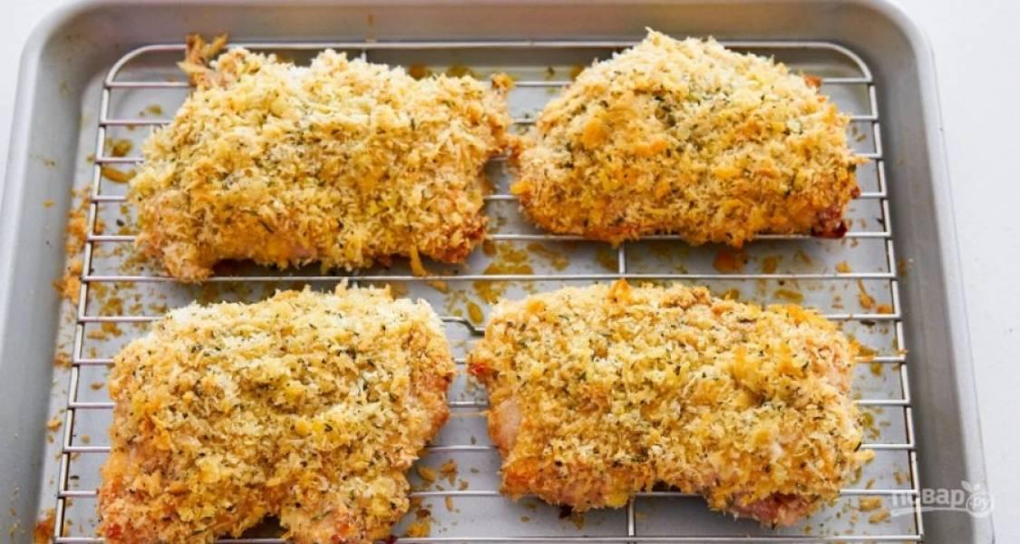 6.Запекайте мясо в духовке 20-25 минут при температуре 175 градусов.