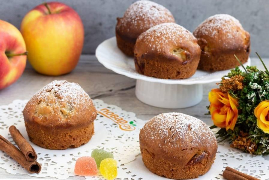 Пряные кексы готовы! От них витает волшебный аромат, поэтому могут исчезать прямо из формочек :) Посыпьте остывшие кексы сахарной пудрой и подавайте к столу!