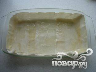 Сделать так 2-3 слоя теста, верхний тоже смазать маслом сверху. Разогреть духовку до 200 ° C.