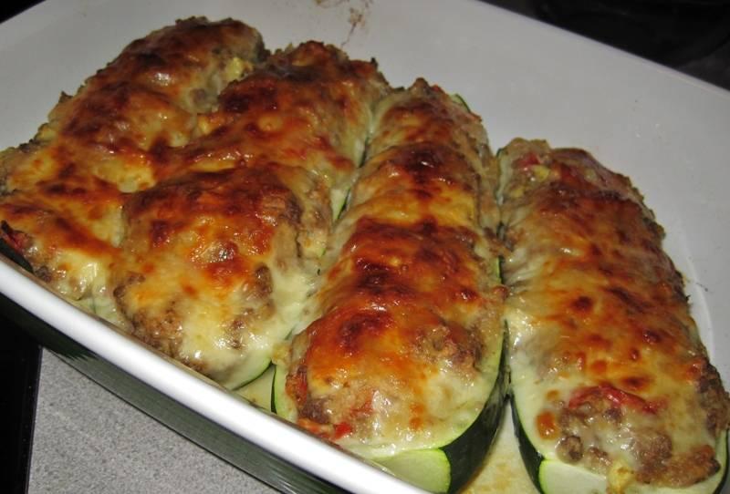 Как только кабачки станут мягкими, их можно извлекать их духовки и подавать к столу. Приятного всем аппетита!