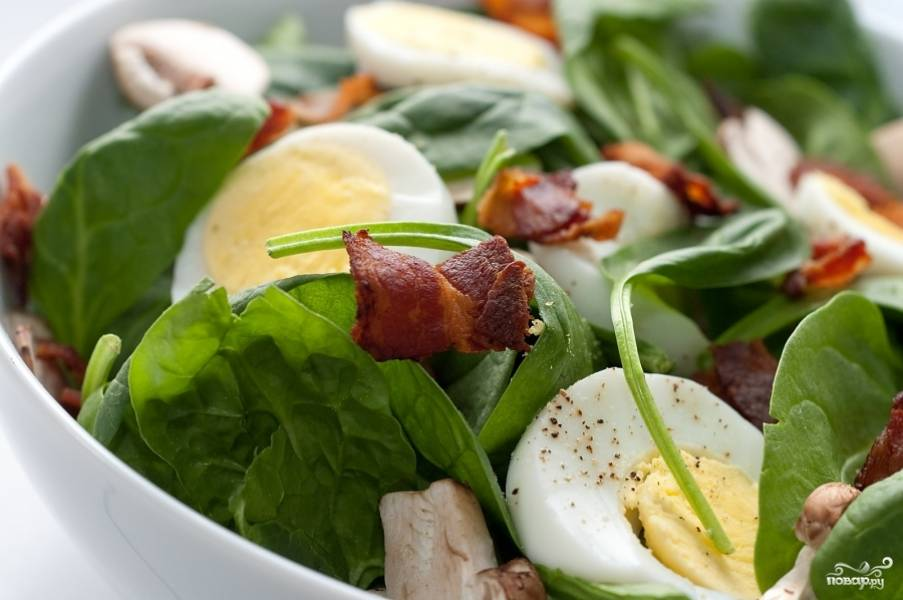 Свежий салат со шпинатом
