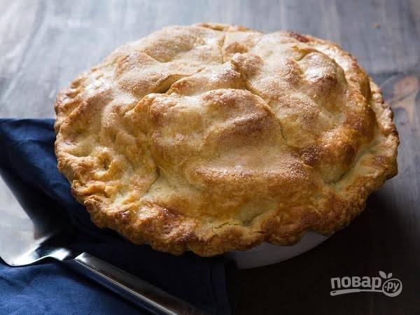 12. Вот и весь секрет, как сделать бабушкин яблочный пирог. Выпекайте его до румяной корочки. А после оставьте на столе перед подачей на пару часов. Невероятная вкуснятина! Приятного чаепития.