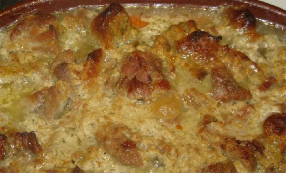 7. Когда блюдо подрумянится, пришло время вытаскивать его из духовки и подавать к столу. Приятного аппетита.