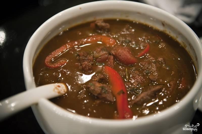 11. Готовьте до мягкости болгарского перца, а затем выложите в сервировочное блюдо.