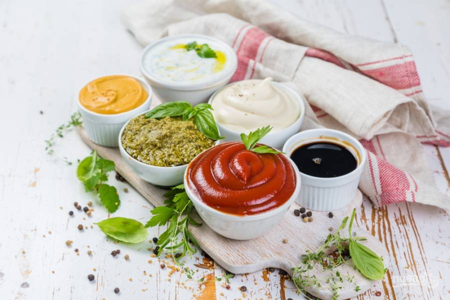 8 универсальных соусов к салатам, закускам и горячему