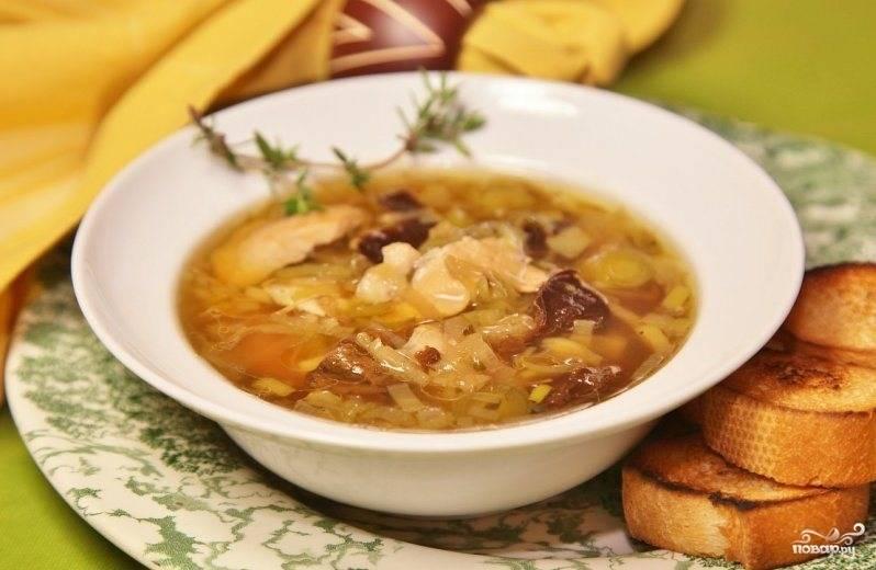 Готовый суп подаем к столу с кусочками обжаренного белого хлеба. Желаю приятного аппетита!