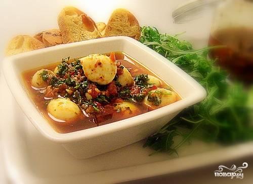 8.Готовые яйца по-пьемонтски выкладываем на блюдо и подаем к столу, предварительно полив маринадом. Приятного аппетита!