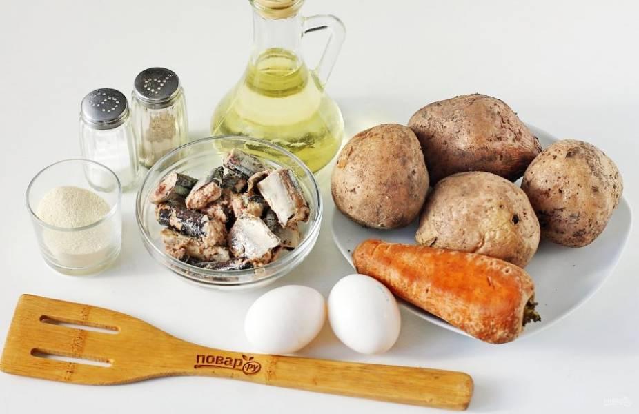 Подготовьте все ингредиенты. Картофель и морковь отварите заранее и охладите.