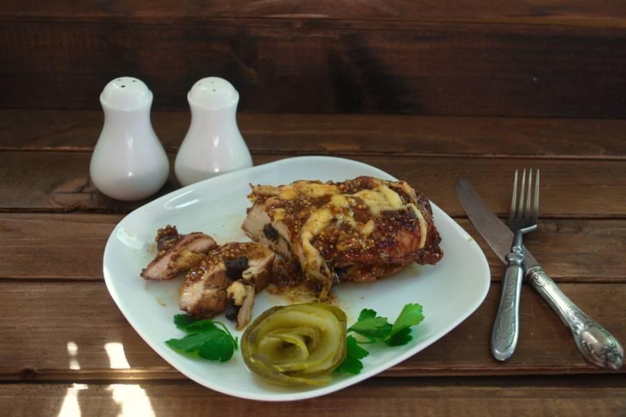 Мясо вынуть из духовки и подать к столу сразу. Оно такое горячее, ароматное, сочное и вкусное, что нет слов.