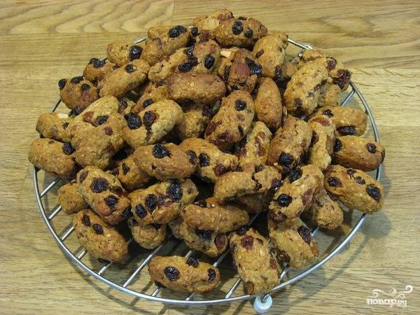 Поставьте печенье выпекаться в духовке при 160 градусах в районе 30 минут. Приятного аппетита!