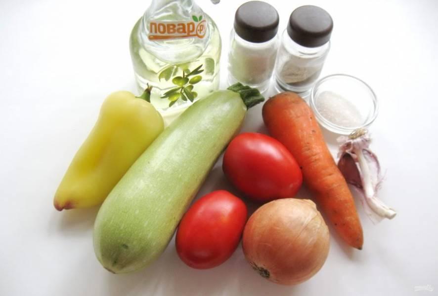 Для приготовления такой икры возьмите следующие продукты: кабачок, лук репчатый, морковь, перец болгарский, чеснок, помидоры, подсолнечное масло, соль, сахар, перец черный молотый.