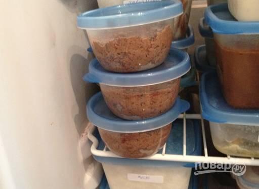 12.Переложите паштет в судочек и остудите в холодильнике, а если хотите сохранить его дольше, отправьте в морозилку. Храните паштет около 1 месяца.