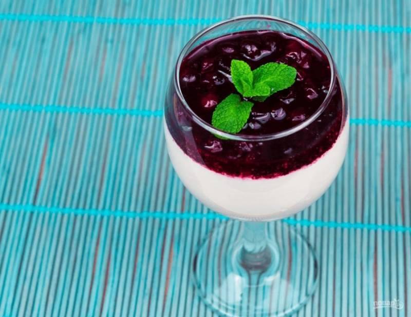 5. Украсьте десерт листьями мяты. Приятного аппетита!