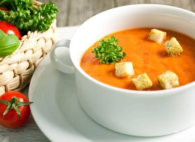 Готовый тыквенный суп-пюре с сыром подавать можете с домашними сухариками и зеленью. Приятного аппетита!