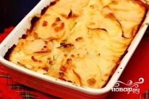 Достаем нашу тушеную картошку с аппетитной сырной корочкой. Готово!