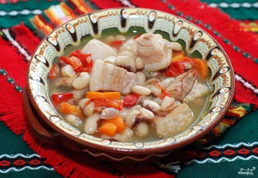 7. Подавать суп следует в горячем виде. По вкусу можно добавить черный молотый перец и зелень.