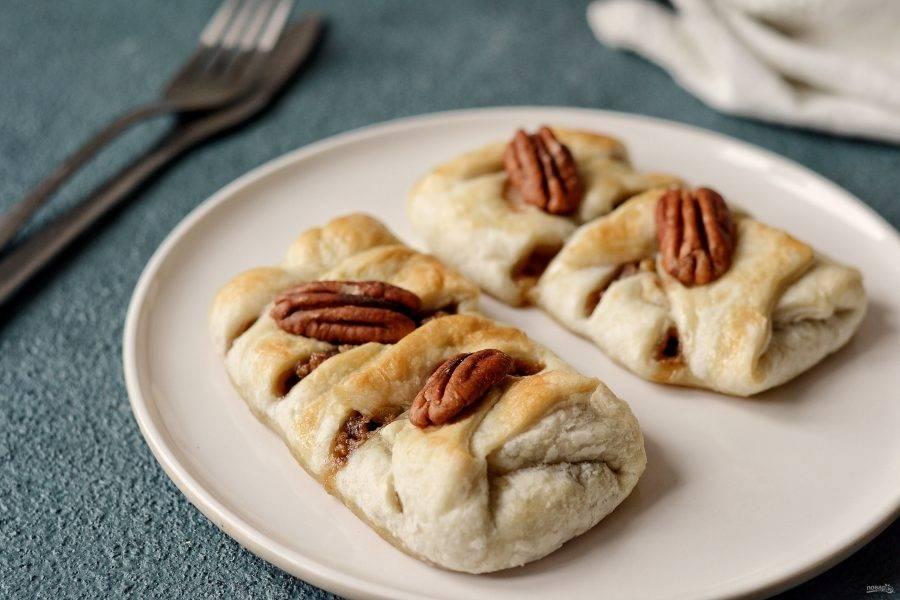 Слойки с пеканом и кленовым сиропом готовы, приятного вам аппетита!