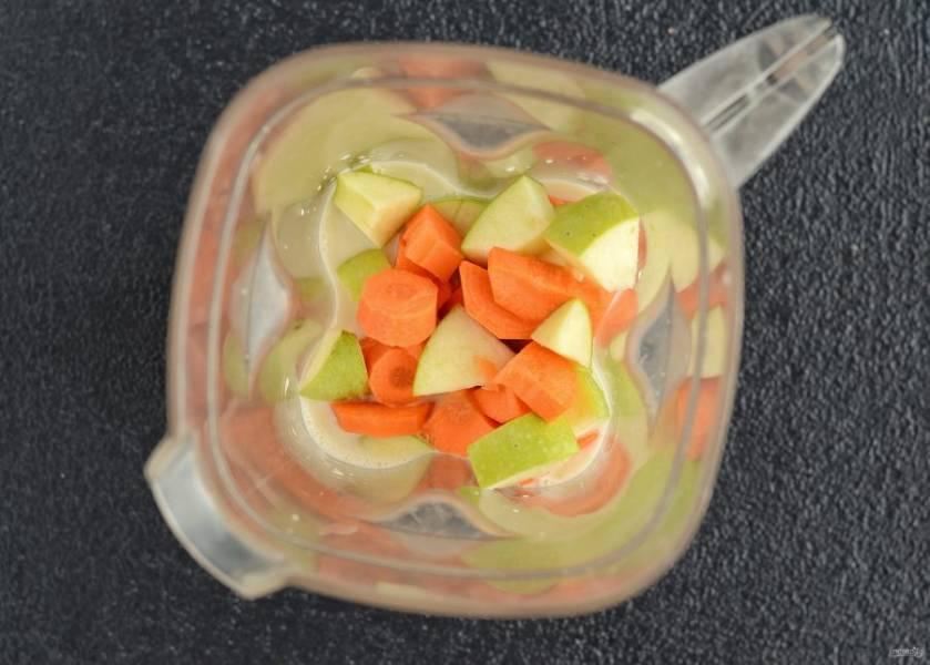 Измельчите в блендере все ингредиенты до однородной консистенции.