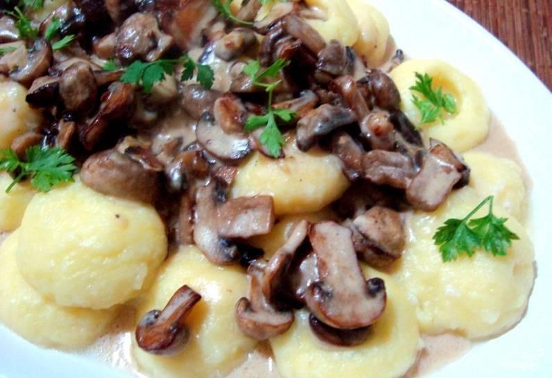 Картошка с грибами в микроволновке