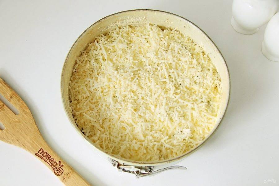 Смажьте фрикадельки сверху майонезом (можно заменить на сметану) и посыпьте оставшимся тертым сыром. Запекайте при температуре 180 градусов около 50 минут или до румяной корочки сверху (ориентируемся на свою духовку).