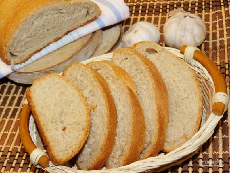 Готовый хлеб остудите в полотенце. Приятного аппетита!