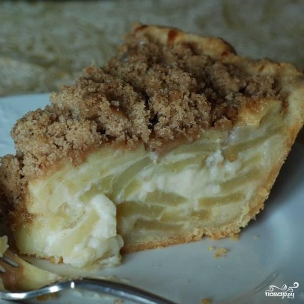 Яблочный пирог со сметаной готов. Приятного аппетита! :)