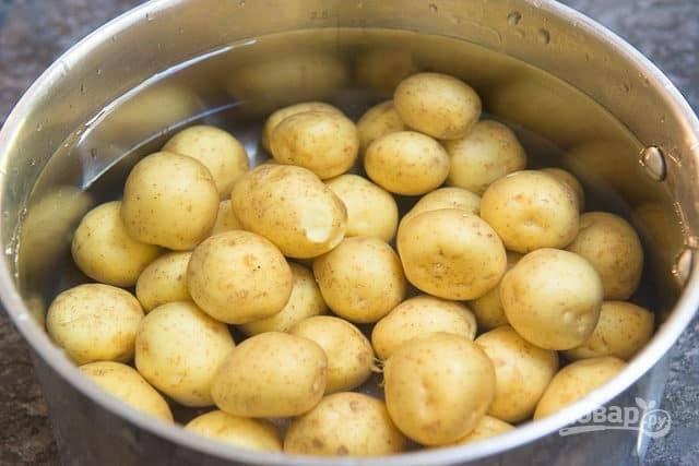 2. Затем отварите картофель в воде в течение 13-15 минут.