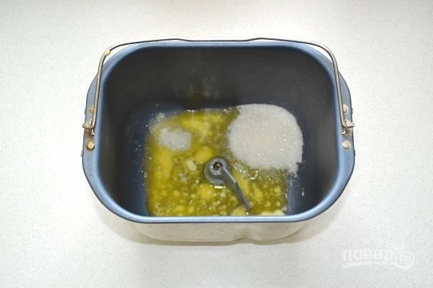4. Добавьте соль и сахар.