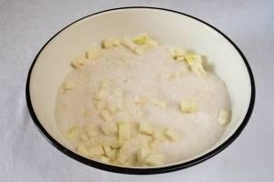 Кабачки засыпать сахаром, добавить лимон, апельсин. Оставить на пару часов, чтоб кабачок дал сок.