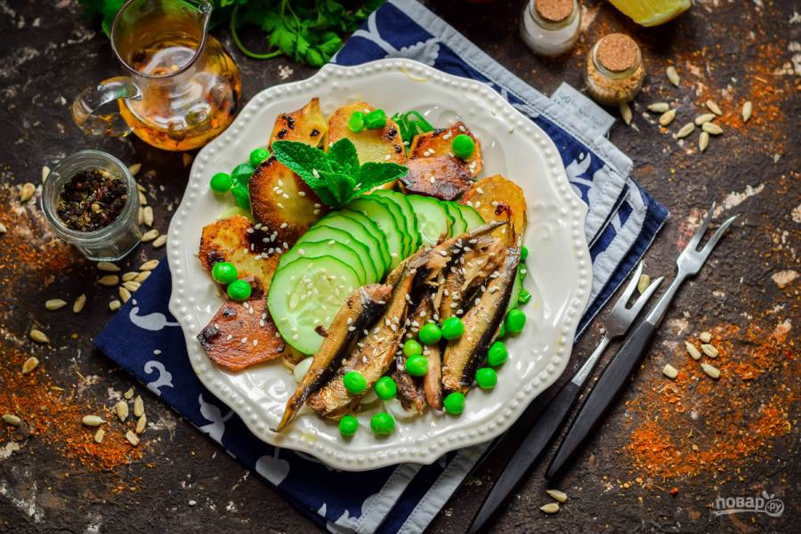 Салат из шпротов с зеленым горошком