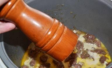 5. Солим и перчим по вкусу и доводим до готовности.