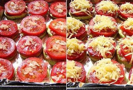 Сверху выкладываем кружочки помидоров и измельченный чеснок. Присыпаем блюдо тертым сыром. Можно еще немного посолить и поперчить. Готовим в духовке 25-30 минут, температура 200 градусов.