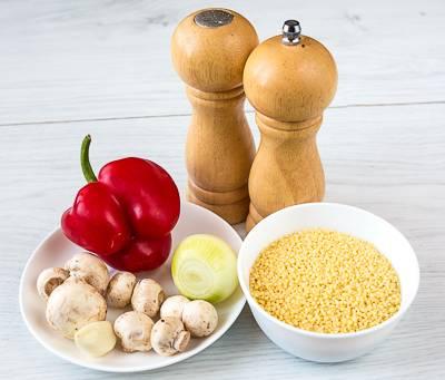 1. Вот такой небольшой и весьма доступный набор ингредиентов необходим, чтобы повторить этот простой рецепт кускуса с грибами на вашей кухне.