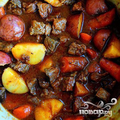 По истечении 30 минут, снимите с плиты, перемешайте и можно сервировать на стол, приукрасив свежей петрушкой. Приятного аппетита.