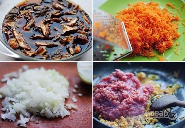 2. Грибы залейте водой, дайте им постоять около часа. После вылейте их в кастрюлю, добавьте еще около 2-2.5 литров воды и поставьте на огонь. Пока варится бульон, обжарьте на растительном масле измельченный лук с тертой морковью. Помидоры пропустите через мясорубку или измельчите в пюре при помощи блендера. Выложите на сковороду и томите зажарку на среднем огне минут 10.