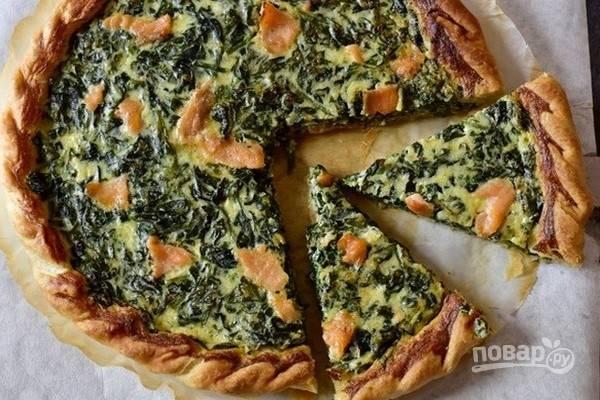 6.Выпекайте пирог при температуре 180 градусов около 40 минут. Закусочный пирог со шпинатом и семгой готов. Приятного аппетита!