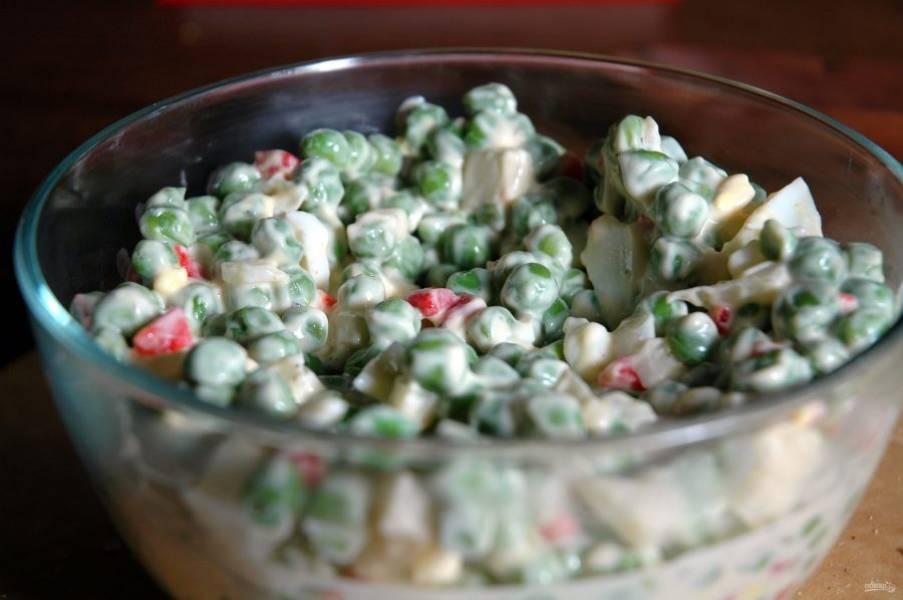 Заправьте салат майонезом. Перемешайте. Приятного аппетита!
