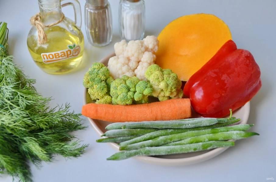 1. Подготовьте овощи, растительное масло, соль и перец. Приступим! Овощи вымыть, очистить. Замороженные овощи размораживать не нужно!