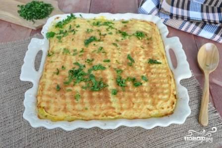 Запекаем наше блюдо в разогретой до 200 градусов духовке минут 25-30 до румяной корочки. Посыпаем зеленью и подаем к столу.