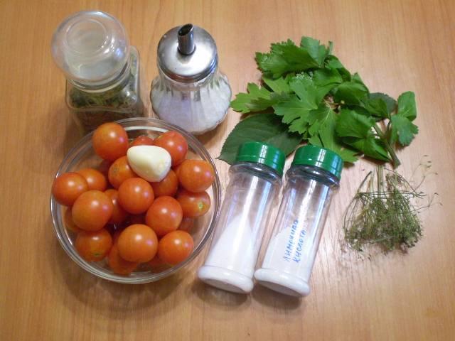 Подготовим продукты. Ингредиенты я указала для 1 литровой банки, чтобы легче было умножать пропорции. На фото у меня — пол-литровая.