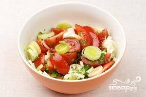 Остается только хорошо перемешать все ингредиенты и добавить соль по вкусу. Свежий салат из помидоров готов :)