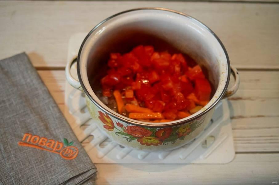 7. Добавьте в кастрюлю и обжаривайте все около 10 минут.