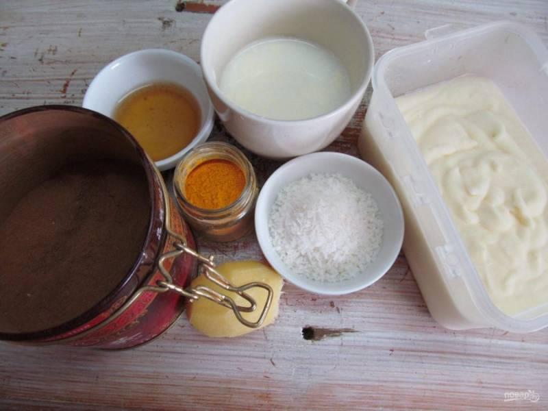 Подготовить все необходимые продукты. Если у вас мороженое в морозилке, выньте его за минут 5-10 до начала приготовления.
