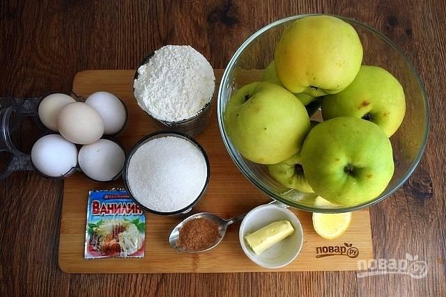 Подготовьте необходимые продукты. Яблоки вымойте, обсушите. Муку просейте.
